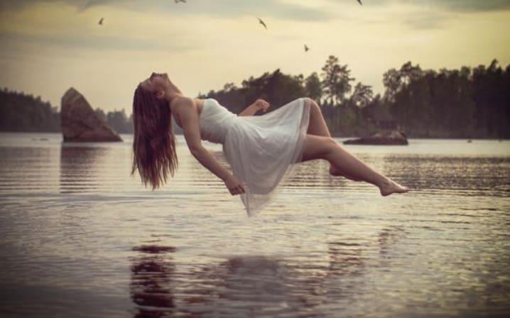 Mơ thấy minh đang bay